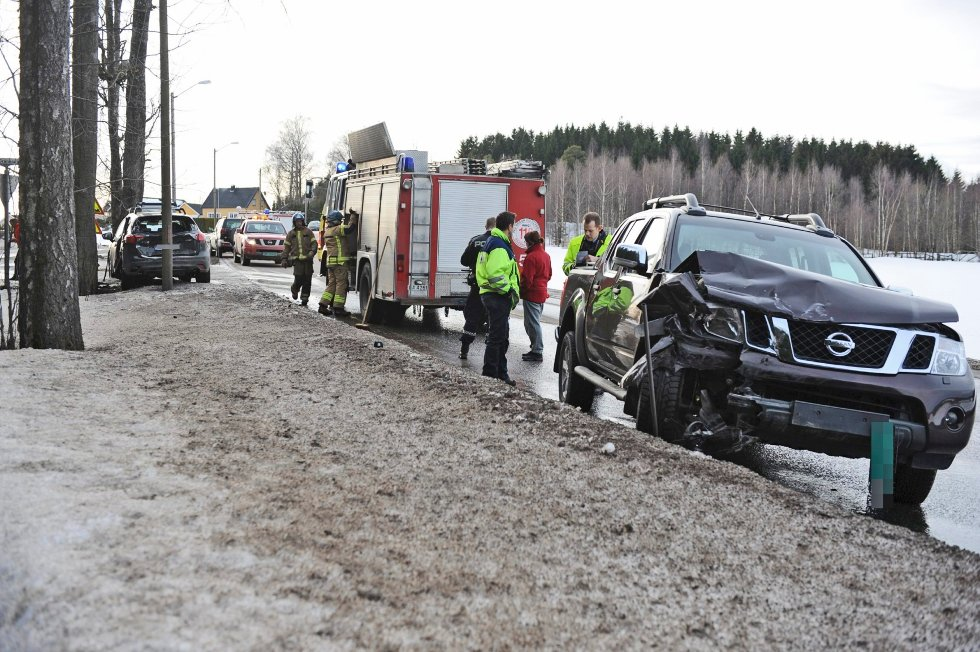 To biler kolliderte mandag ettermiddag i et kryss like sør for Gjennestad på gamle E18.