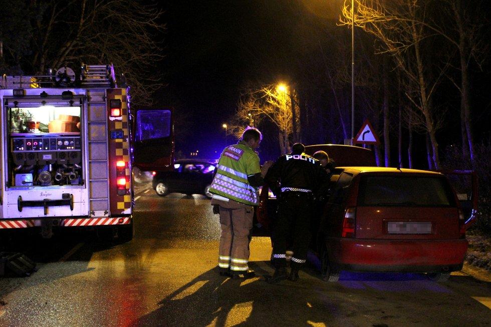 Nødetatene rykket mandag kveld ut til en mindre bilbrann på Valløveien ved Vallø Båthavn.