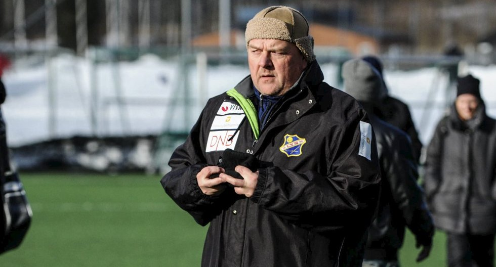 SKEPTISK: Lyn-trener Finn Bredo Olsen er skeptisk til spådommene om at Lyn kommer til å rykke opp i år på grunnlag av at klubben skal ha best økonomi i sin avdeling.