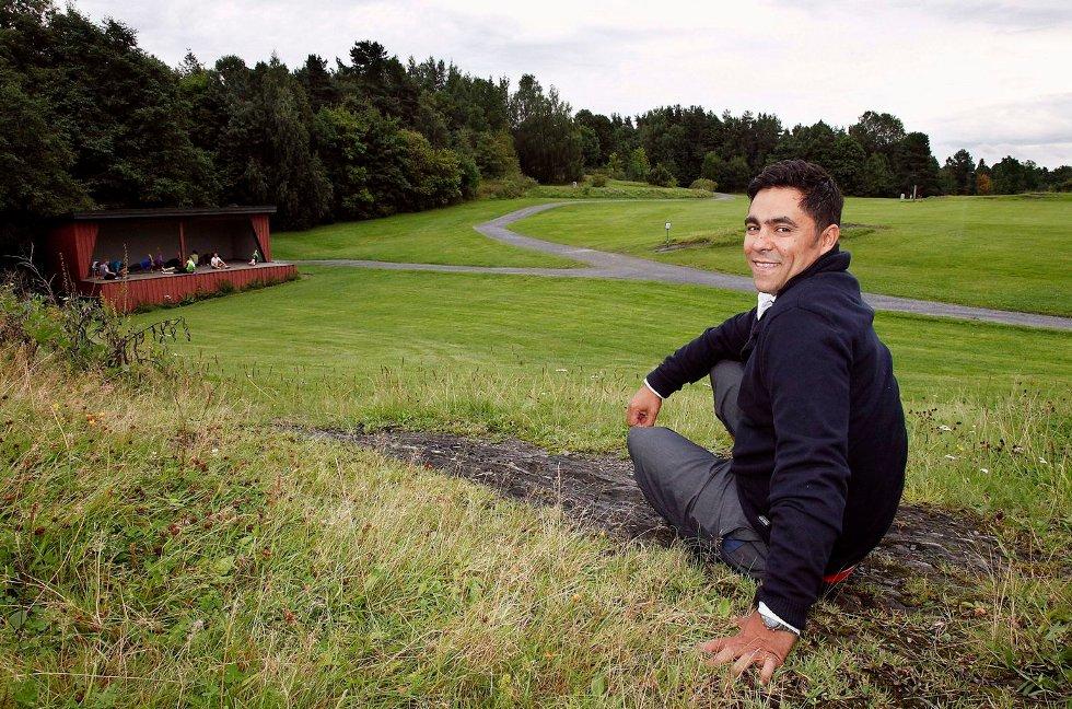 Adam Manaf er festivalsjef for Utflukt - Kalvøya som arrangeres 16. og 17. august i år.