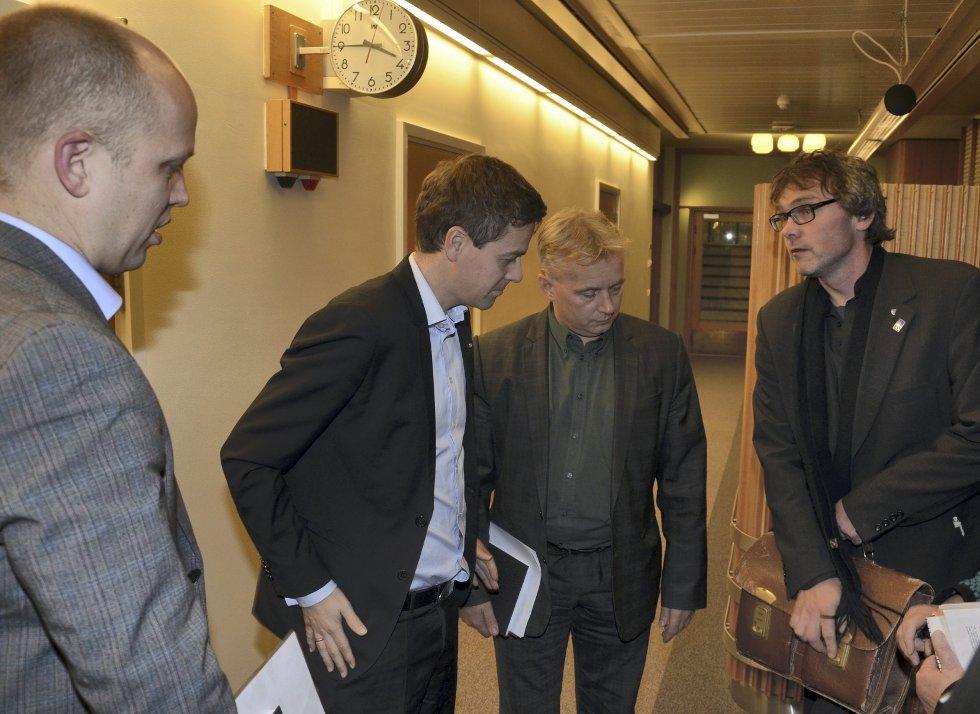 Positivt fra KrF: Leder i KrF Knut Arild Hareide er positiv til helsearkivet i Tynset. Bersvend Salbu, Knut Storberget (Ap) og Trygve Slagsvold Vedum møtte Hareide i korridorene i Stortinget.