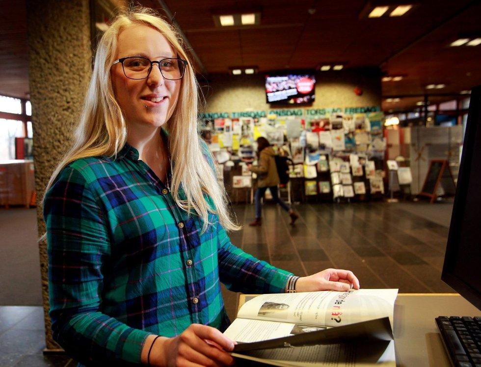 MER MOTIVERT: Anne-Marte Watnaas Bache-Gabrielsen (24) fra Billingstad droppet ut av det trygge informatikkstudiet, og meldte overgang til et av samfunnsfagene, et langt trangere arbeidsmarked. – Jeg er mye mer motivert, og det er et mye bedre utgangspunkt.