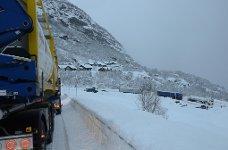 Trailer lastebil Vogntog fast i Håradalen vinter vinterføre snø