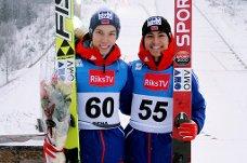 Johann André Forfang (t.v.) og Philip Sjøen, her etter COC i Rena, imponerte begge med henholdsvis 12. og 11. plass i debutene sine i verdenscupen lørdag. Søndag er ungguttene igjen i aksjon i Engelberg.