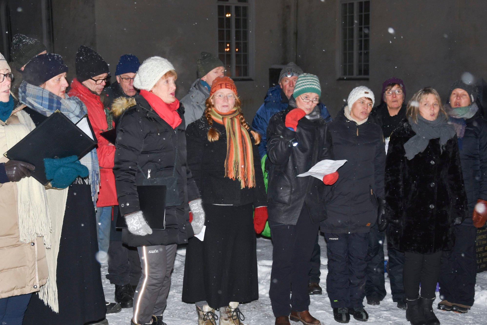 Se bildene fra julekonserten med Mari Silje Samuelsen i Furnes kirke