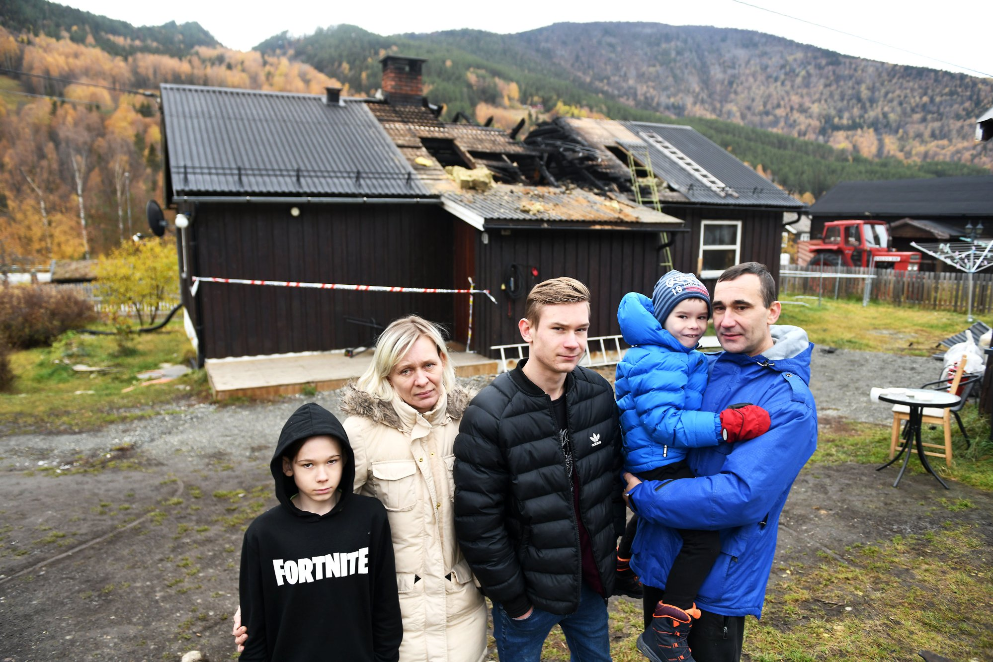 Familien på fem mistet alt i brannen: Nå vil de takke redningsmennene