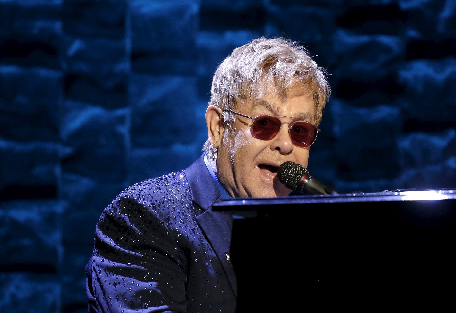 Venteliste for å synge Elton John i Hamar kulturhus