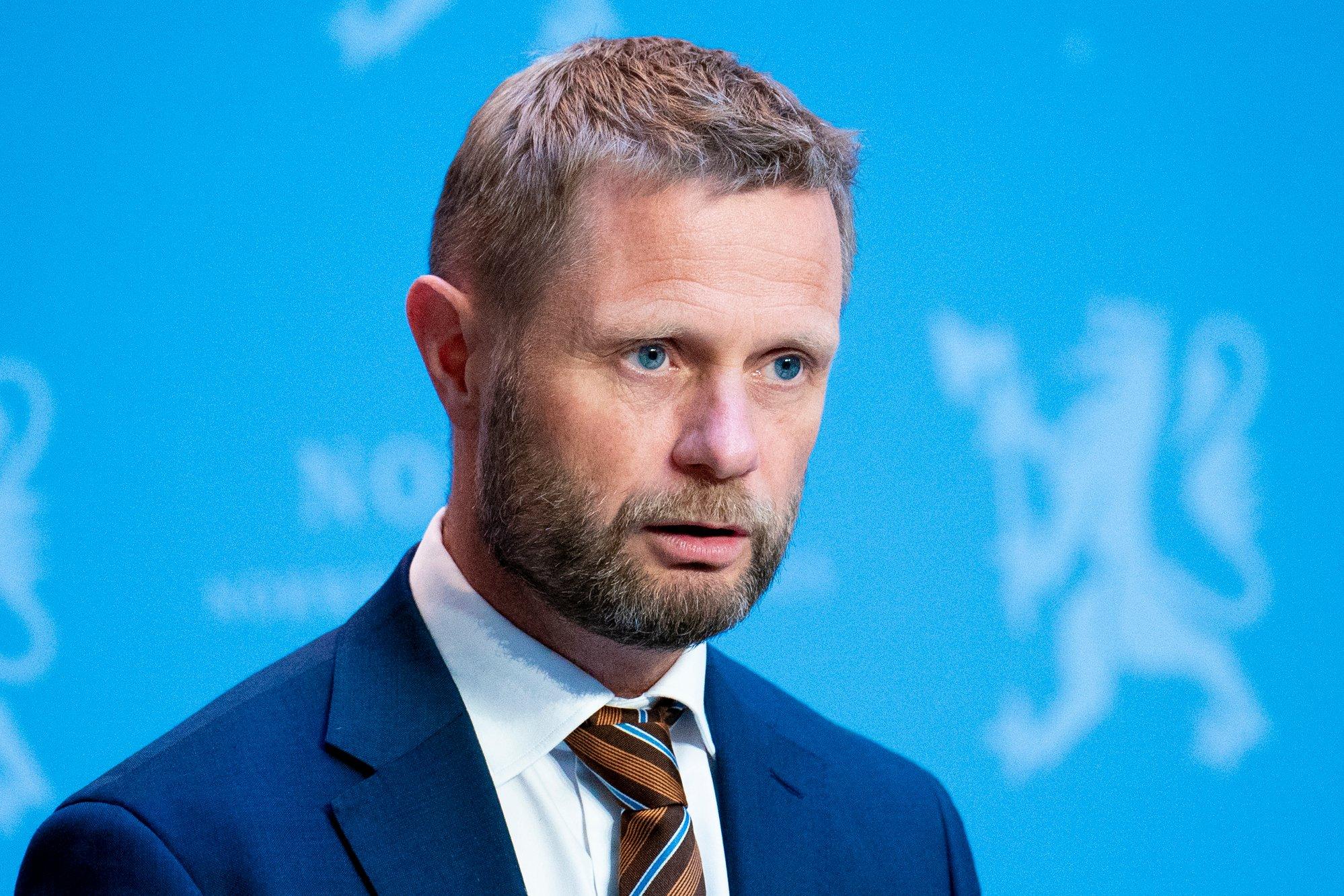 Høie forsvarer utenlandsåpningen