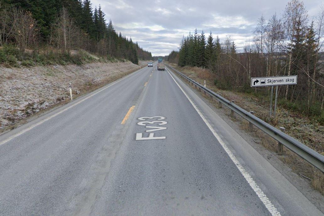 Endelig legges ny asfalt på fylkesveien