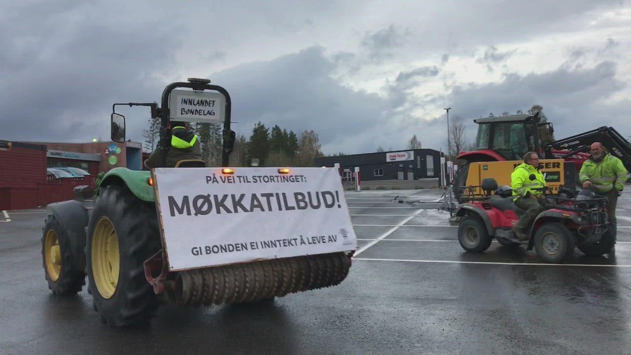 Bonde aksjonerte med ekstrem traktor-tur