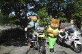 Barnas dag på Haukeland sykehus. Vennebyens Apa fikk teste politimotorsykkel. Ted var også med.