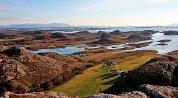 Tur til 98 meter høye Stortuva i Øksningan, høyeste topp på de sentrale øyene i Herøy. Bare toppen av Vardøya utenfor Øksningan er høyere, med sine 123 meter.
