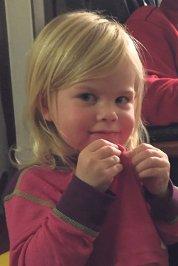 20.12. Siri Melgard Hipp hipp hurra for Siri som fyller 3 år søndag 21.12! Bursdagsklemmer fra Alexander, mamma og pappa, bestemor og bestefar.