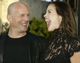 "Bruce Willis med kjæresten Brooke Burns under premieren på filmen ""The Whole Ten Yards""."