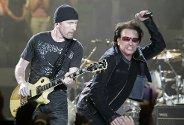"""The Edge og Bono i U2 under åpningskonserten av deres nye verdensturné """"Vertigo"""". Det var San Diego i Kalifornia som fikk æren av å være vertskap for åpningskonserten. U2 har solgt over 2,2 millioner billetter på forånd av turneen."""