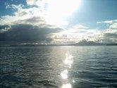 """Bilete, """"Eldøyane"""" syner sola som bryt skyene den same tidlige morgonen i det eg er på veg ut for å fiske, heile denne formiddagen var det strålande ver :) Det er nok godt for byfolket i Bergen å få litt andre inntrykk enn Stadion og Den Blå Steinen :)"""