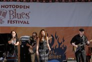 R &amp; B Bluesband med Rita Engedalen, Margit Bakken og Trond Ytterb i aksjon under Notodden Bluesfestival 2006.