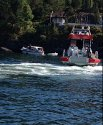 Uni Kragerø venter på at Stormbull skal dykke før vi overtar havarist for slep inn til Kragerø.