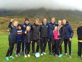 Nåværende og tidligere Bodø/Glimt-spillere ga elevene på Lovund skole en uforglemmelig skoledag på fotballbanen i Vassvika.