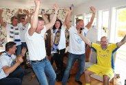 Leeds-supportere i Sandnessjøen møtes for å se kamp hjemme hos Jan Ove Styve.