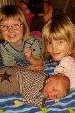 Tyra Cornelia kom til verden på Lillehammer sykehus 18.oktober. Hedda Kristine og Vilde Amalie er stolte storesøstre. Foreldre er Ann-Kristin Larsen og Kjell Evensen.