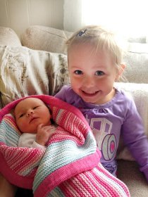 3. september kom lille Anna til verden. Hun veide 3740 gram stor og var 51 cm lang, helt perfekt! Stolte storesøstre er Sunniva og Emma. Lykkelige foreldre er Anette Baksaas og Ståle Willer.