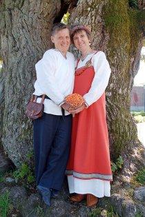 Tove Eriksen og Kaja Steen-Johansen, begge Langesund, giftet seg i Tinghuset i Skien 12. september, og i Vesterøy kirke i Sandefjord 13. september.