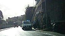Det var i Kranaveien at ulykken skjedde. Motosykkelen som var involvert, skimtes i høyre bildekant.