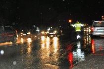 HØSTKONTROLL: Guffent vær stopper ikke veivesen og politi fra å være på plass med kontroller. 259 kjøretøy ble onsdag kveld kontrollert.