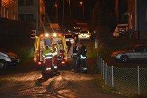 SKADET: Her hjelpes de skadde inn i en ambulanse i Sorenskriverveien for behandling.