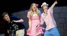 Maria Gullberg og Sander Helmers-Olsen som Sharpay og Ryan.