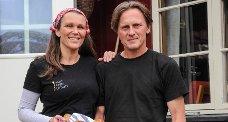 Vertskapet på Mogen, Kjersti Wøllo og Petter Martinsen legger mye tid og arbeid i maten som blir servert på hytta. ? Vi vil at Mogen skal være et sånt sted som vi selv ville ha reist til.