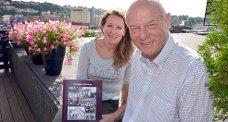 Cecilie Berg Halvorsen fra Thure forlag og forfatter Thorbjørn Wahlstrøm holder boken om Duestien.foto: fredrik strøm
