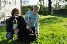 GLADE: Både matmor Marthe Maurtvedt  og sønnen Simen Maurtvedt (14) kan glede seg over å ha fått Fia hjem igjen.