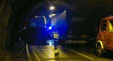 Personbil og semitrailer krasjet i Hyvingstunnelen på E 16. Én person omkom (26.09.2011).