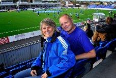 FOTBALLINTERESSE: Frank W. Githmark og kona Tove har fast plass på Sarpsborg stadion, der de følger Sarpsborg 08.