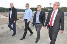 Kraftvenner: Prosjektleder Fridjar Molle i Hafslund produksjon, daglig leder Anders Østby, Askim-ordfører Thor Hals og Skiptvet-ordfører Svein Olav Agnalt har blitt enige  i Vamma.