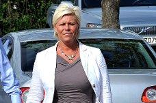 BESØKER NÆRINGSFORENINGEN: Finansminister Siv Jensen kommer til Sarpbsborg i dag. Dette bildet ble tatt da hun besøkte byen i fjor.