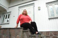 Anita Lien på trappa.
