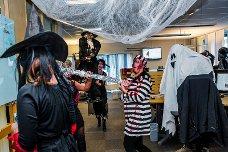 GROTESK:  Blod, sår og makabre detaljer hører til når det er Halloween. (Foto: Trine Sirnes)
