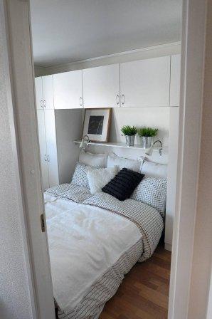 Garderobe over seng