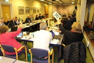 Kommunestyret har vedtatt budsjett og økonomiplan med udefinerte kutt på 22 millioner kroner.