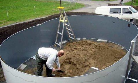 Er man nevenyttig skaffer man seg sitt eget basseng i hagen i l?pet ...