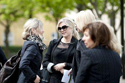Siri Kalvig og Eli Kari Gjengedal og Benedicte Rasmussen var i bisettelsen til Bjarne Berg.