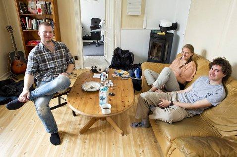Gjennom Couchsurfing tilbyr Tommy Odland gratis husly. Her fikk han besøk av Armando (23) og Silvi (20) fra Sveits.