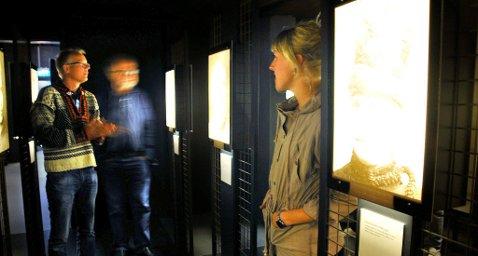 OMSTRIDT: Utstillingen «Maktens bilder» vekker forskjellige reaksjoner. Direktør Dag Rorgemoen (til venstre) mener det er museets oppgave å vekke refleksjon og la oss lære av den vanskelige historien.
