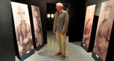 - UETISK: Hermund Kristiansen reagerer på at de aller fleste  bildene av fangene er utstilte med autentiske navn.