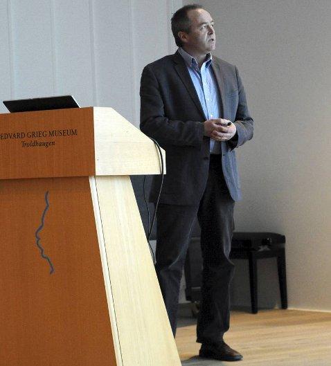 Forsker Øystein Fluge under Mohn Kreftforskningslaboratorium sitt treårsjubileum (15.03.2013)