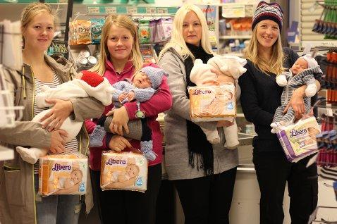 - Vi er en gjeng småbarnsforeldre som gjerne vil skryte av nærbutikken vår som sponser oss med ett års forbruk av bleier, sier Susanne Sætern fra Sleneset.