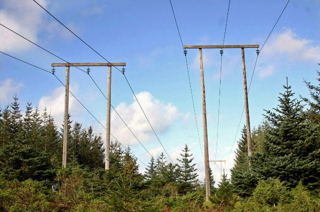strøm, mast, strømmast. ledning, kabel. trafo. elektrisitet.